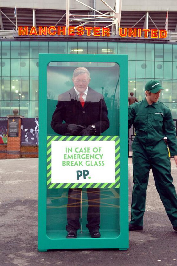 Paddy Power install 'emergency' Sir Alex Ferguson outside Old Trafford