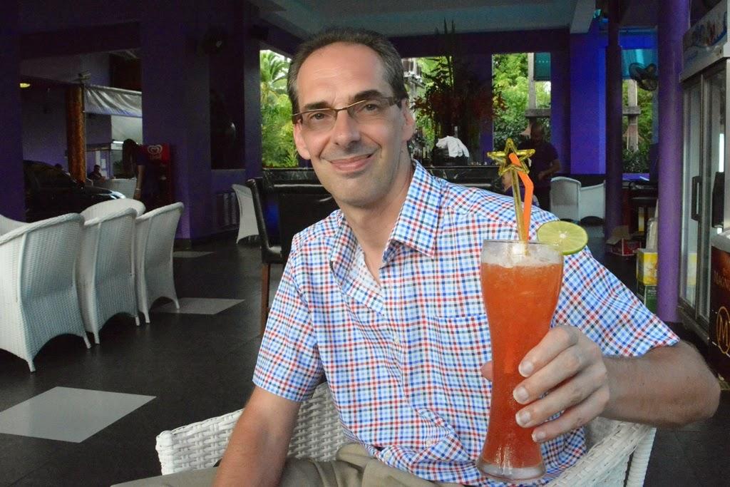 Simon Cabaret Phuket Filip cocktail
