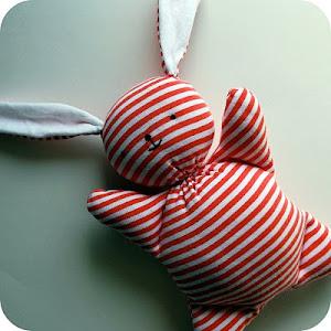 Recykleer: werkbeschrijving en patroon Mooshy Belly Bunny van Chez Beeper Bebe