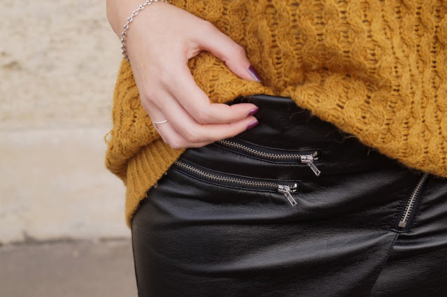 details jupe simili cuir pull moutarde blog mode bordeaux