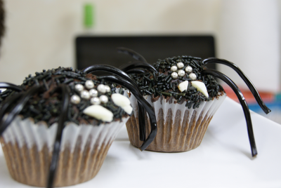 halloween this weekend to celebrate halloween we made spider cupcakes ...