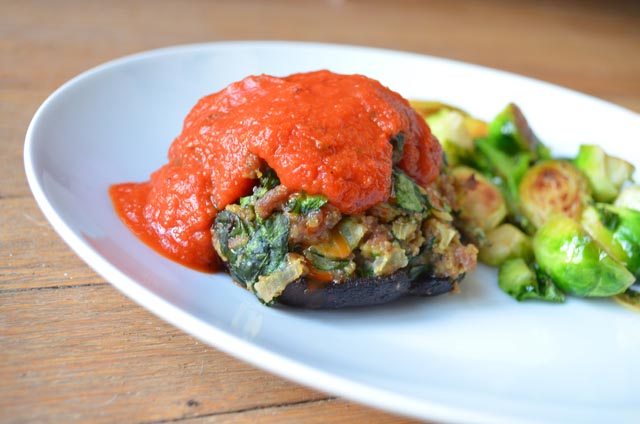 pretty preened: turkey sausage and spinach stuffed mushrooms