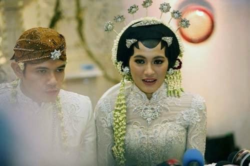 Actress wedding photo gallery Dude Herlino and Alyssa Soebandono