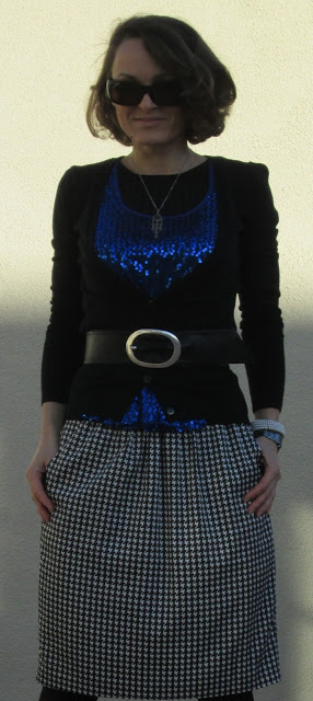 blog.oanasinga.com-personal-style-photos-blue-sequins-and-black-white-houndstooth-pattern-outfit-1