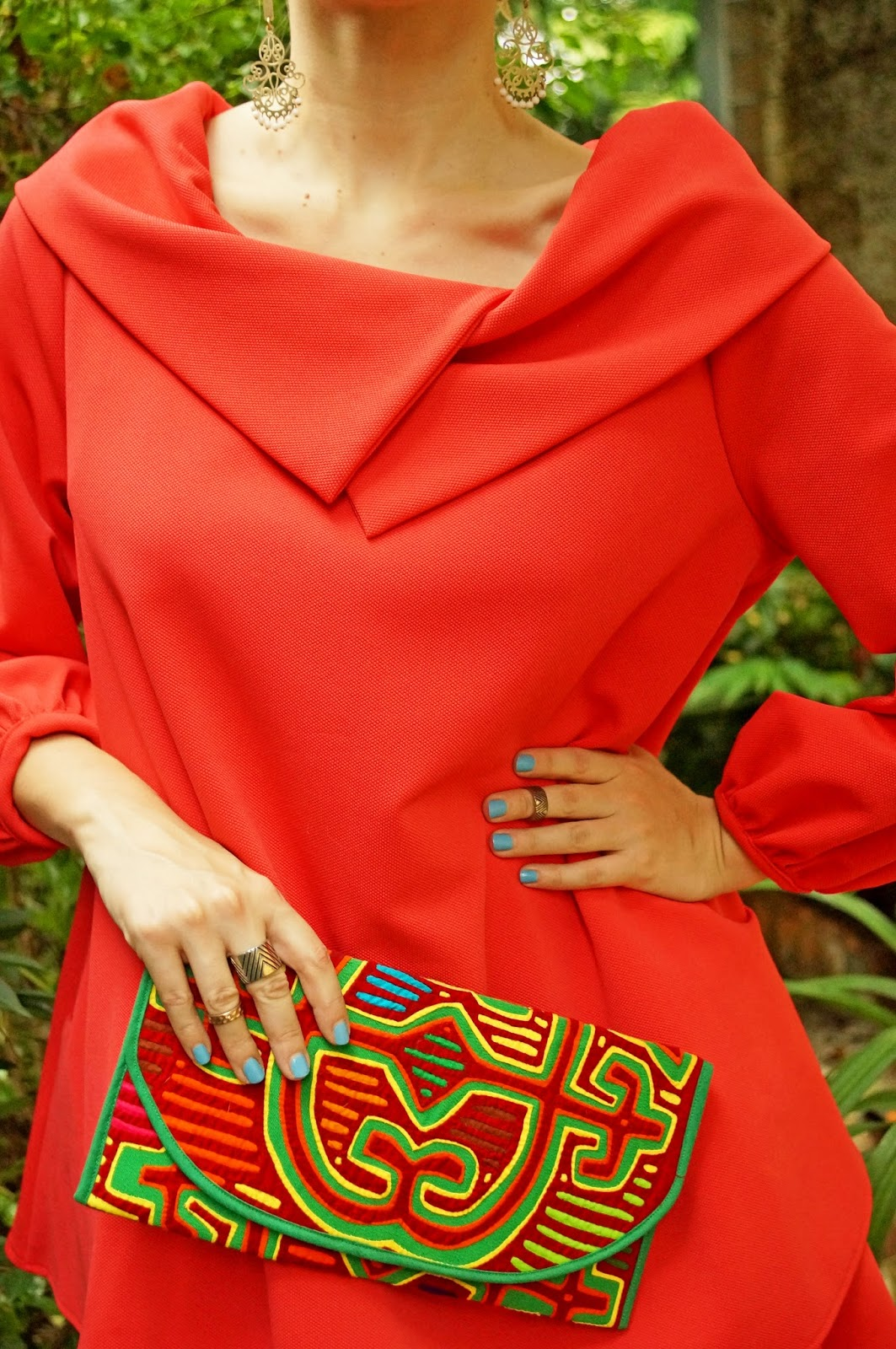 The colors of this mola clutch by K'Lasso Collection are stunning! Love me some Panama culture!