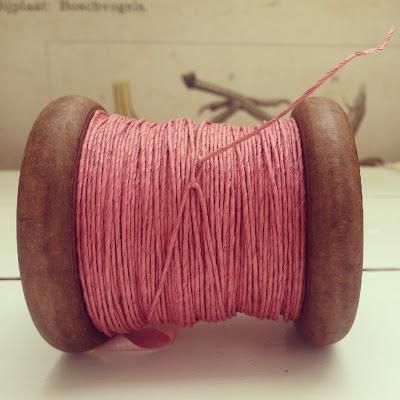 ByHaafner, Paperphine, pink, wooden bobbin