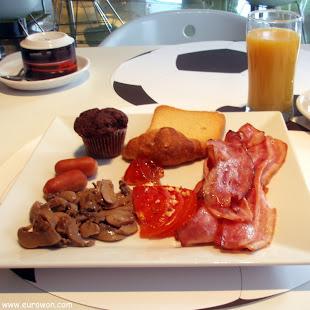 Rico desayuno al estilo griego
