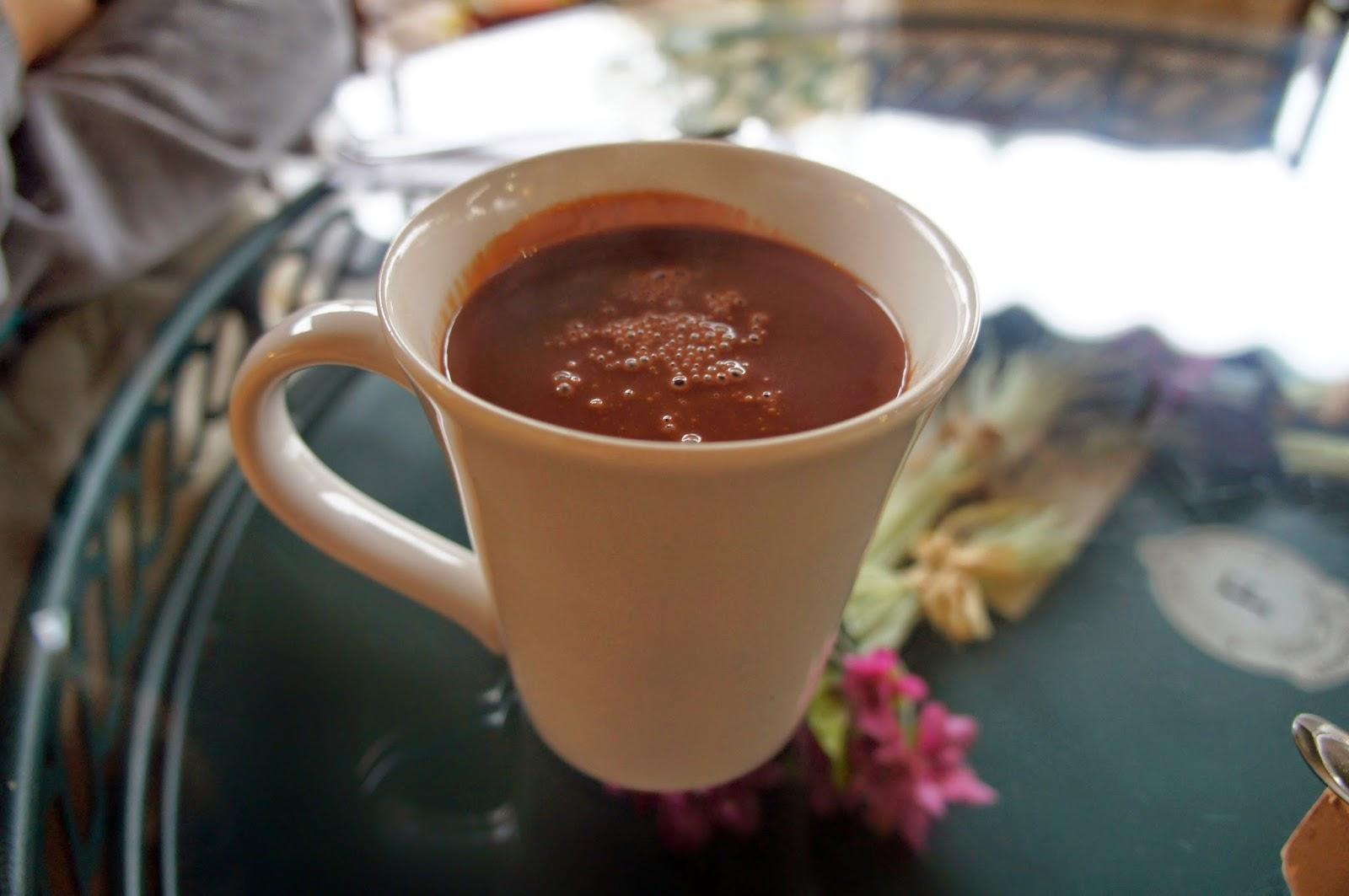 Casa da Velha Bruxa, cobertores na varanda e um dos melhores chocolates quentes de Gramado