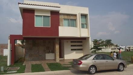 residencia moderna fachada moderna de casa en Provenza Residencial