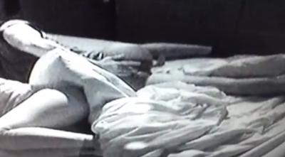 Ruben enfia dedo no cú enquanto sonha