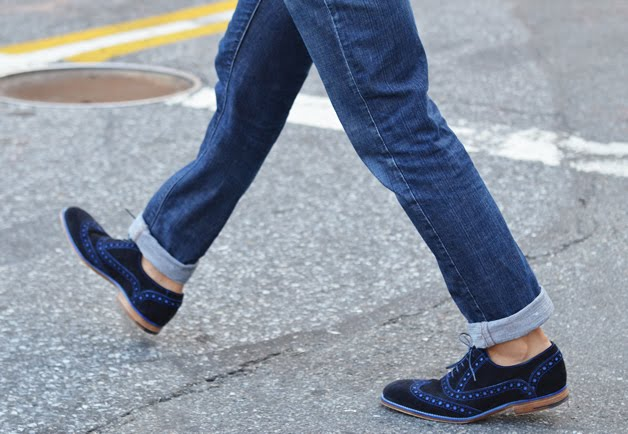 how to wear saddle shoes with jeans