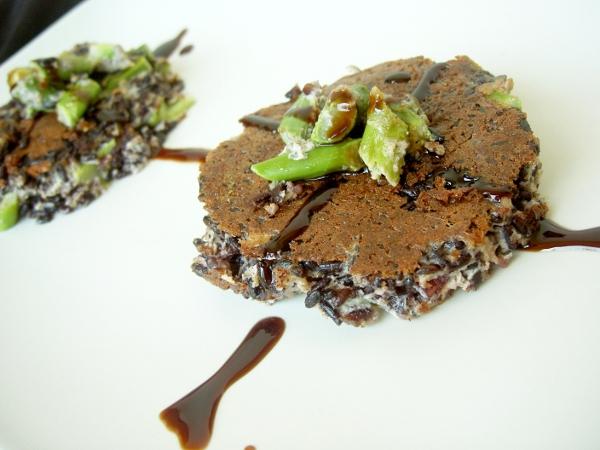 frittata di riso venere agli aspargi e crema di aceto balsamico