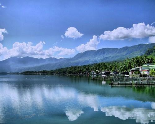 Pemandangan Fantastis dan Suasana Damai ala Danau Maninjau
