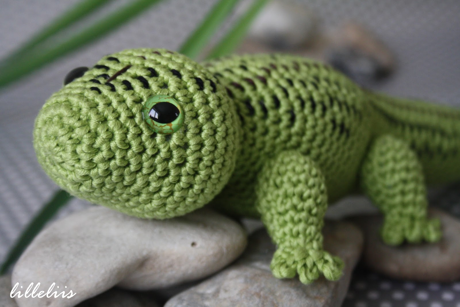 Amazing Crochet Lizard Pattern Free Adornment - Sewing Pattern for ...