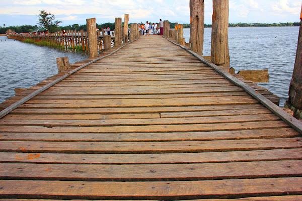 Puente birmano construido con madera de teca (U-Bein)