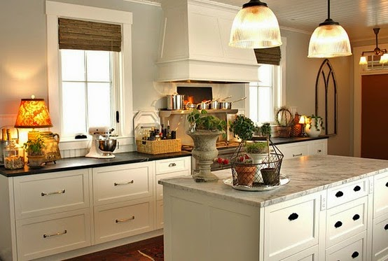 C.B.I.D. HOME DECOR and DESIGN: WHITE KITCHEN WITH GRAY WALLS ...