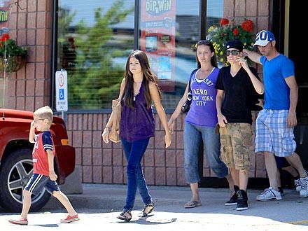 justin bieber and selena gomez hawaii vacation. Justin Bieber and Selena