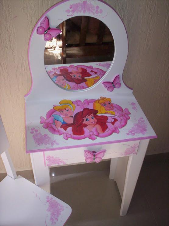 Penteadeira P infantil das Princesas R$ 240,00