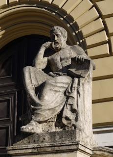 Hippokrates von Kos vor der Bayerischen Staatsbibliothek