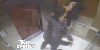 Une star de la NFL filmée en train de frapper sa femme