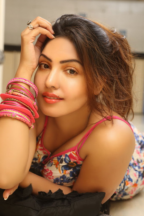 komal jha gorgeous hot images