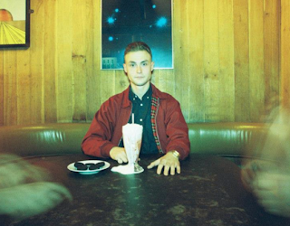 "Stream Lapalux's new song ""Guuurl"""