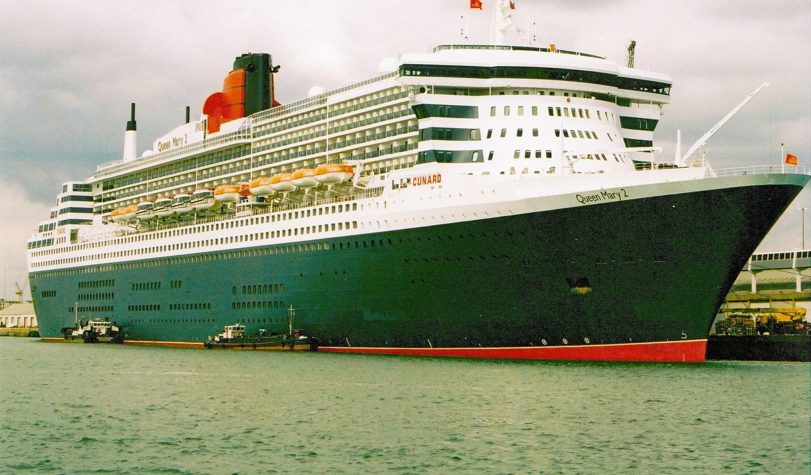 22 Photos Largest Cruise Ship Queen Mary 2  Punchaoscom