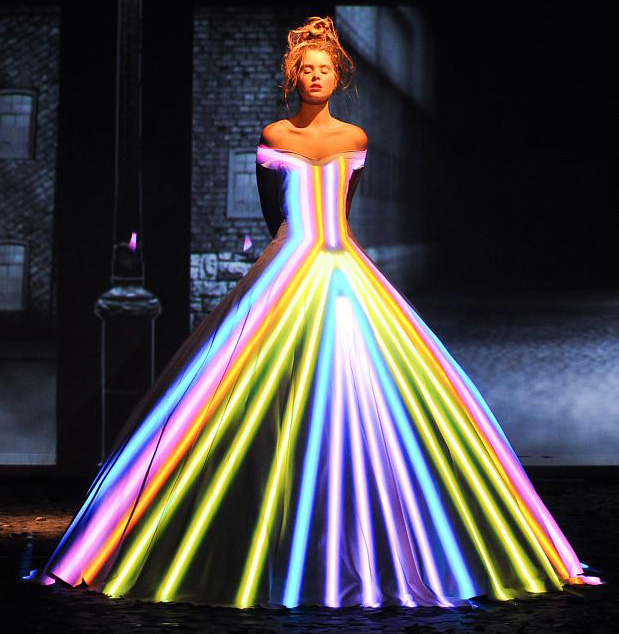 Super bowl update fashion show fairytale light projection for Haute couture show