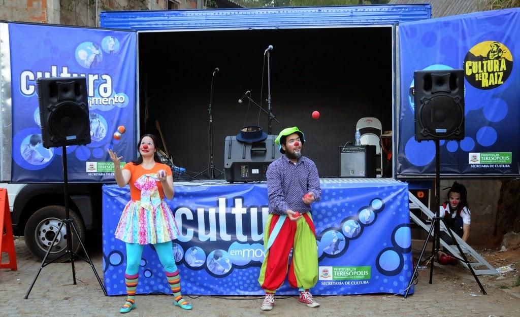 Liv Milla e Lucas Pereira, alunos do curso de circo da Secretaria de Cultura