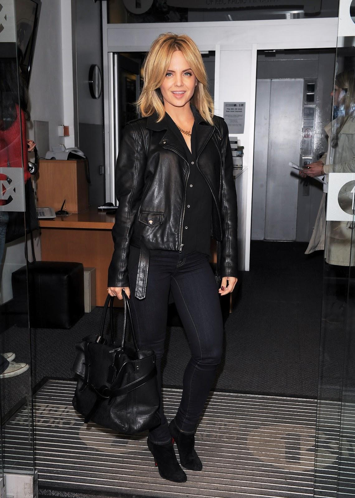 http://1.bp.blogspot.com/-LvjF_FOXR7c/UG4tyc8S9pI/AAAAAAAAQqg/wNmo9AWNdYk/s1600/Mena+Suvari+was+spotted+at+BBC+Radio+1+Studios+in+London+on+October+4th+2012.jpg