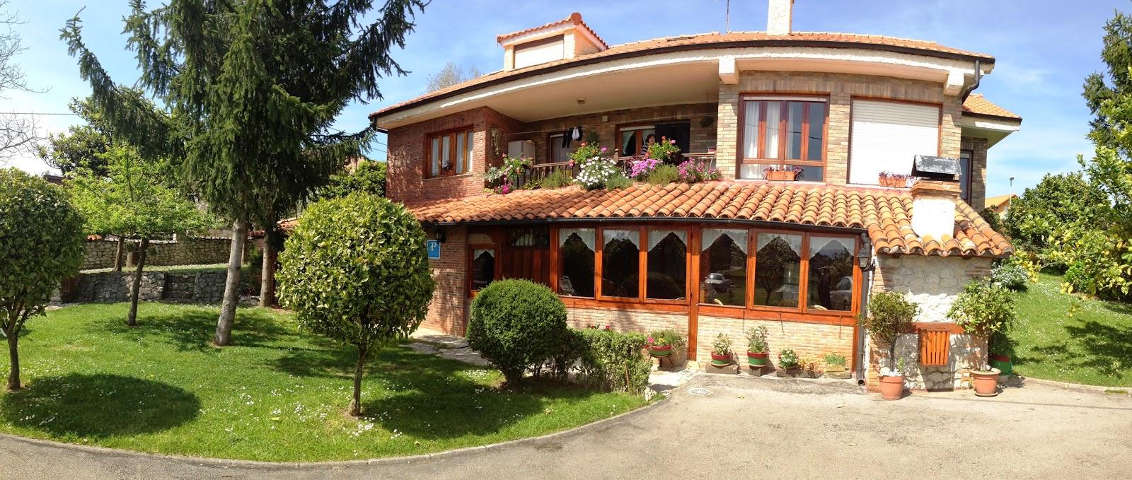 Casa rural con piscina en santillana del mar panor micas for Casas rurales cerca de piscinas naturales