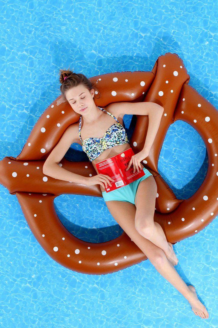 Flotadores_de_moda_para_la_piscina_y_la_playa_The_Pink_Graff_05