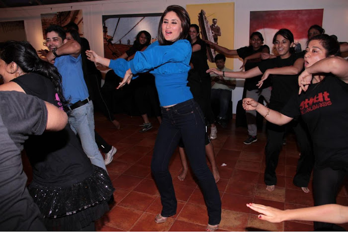 kareen kapoor dancing at strut dance academy event mumbai photo gallery