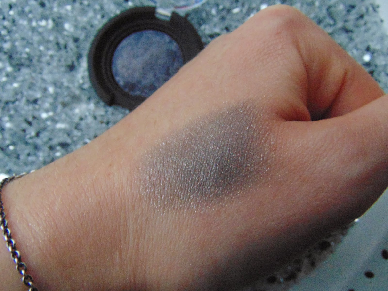 KIKO Colour Sphere Eye Shadow - Nr. 26 - Swatch - www.annitschkasblog.de