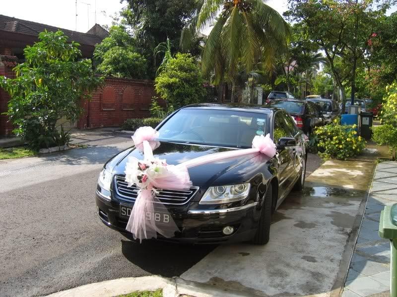Cho thuê xe cưới màu trắng Volkwagen Passat tại Hà Nội 1