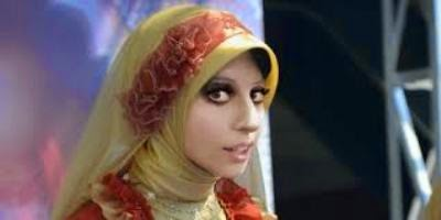 Lady gaga dengan hijab