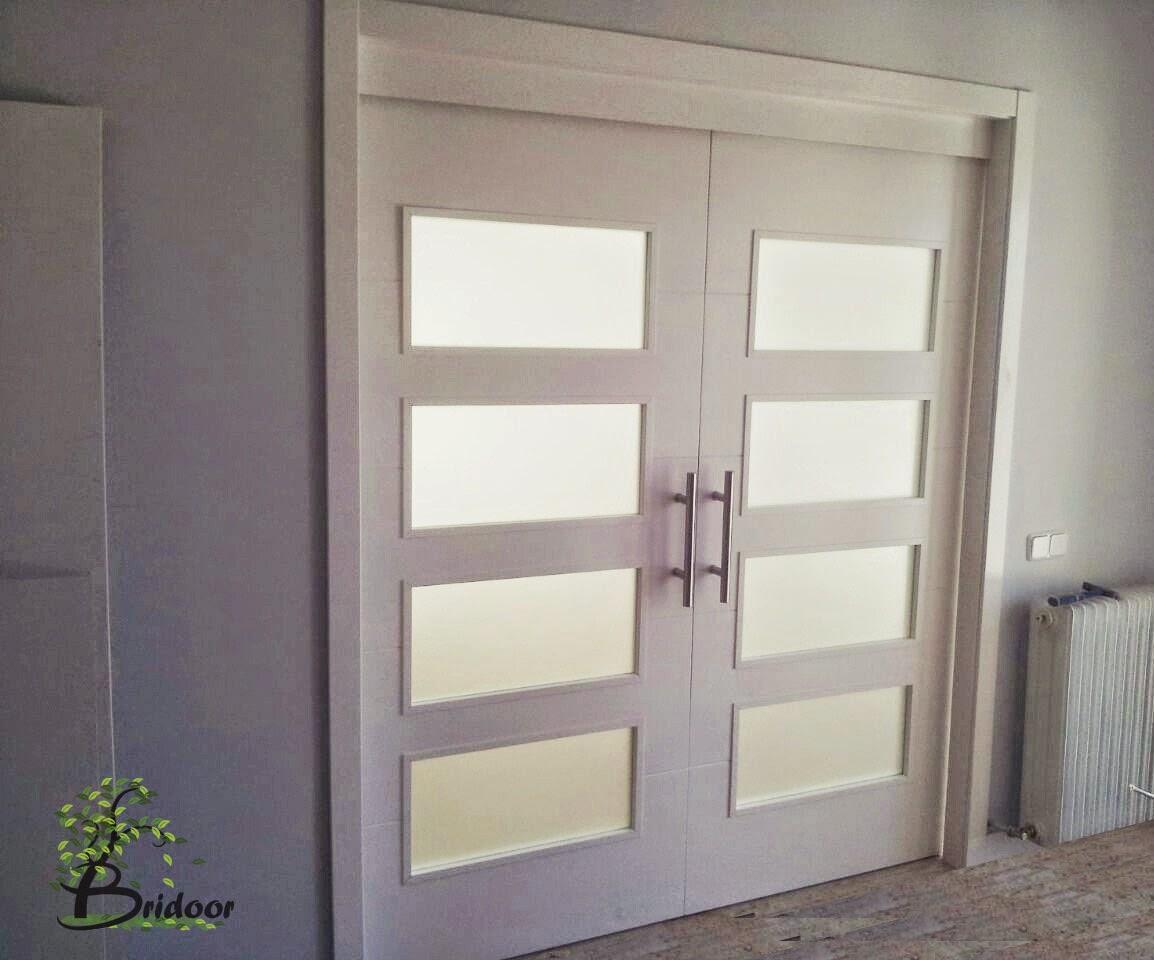 Bridoor s l puertas correderas lacadas for Puertas madera y cristal interior