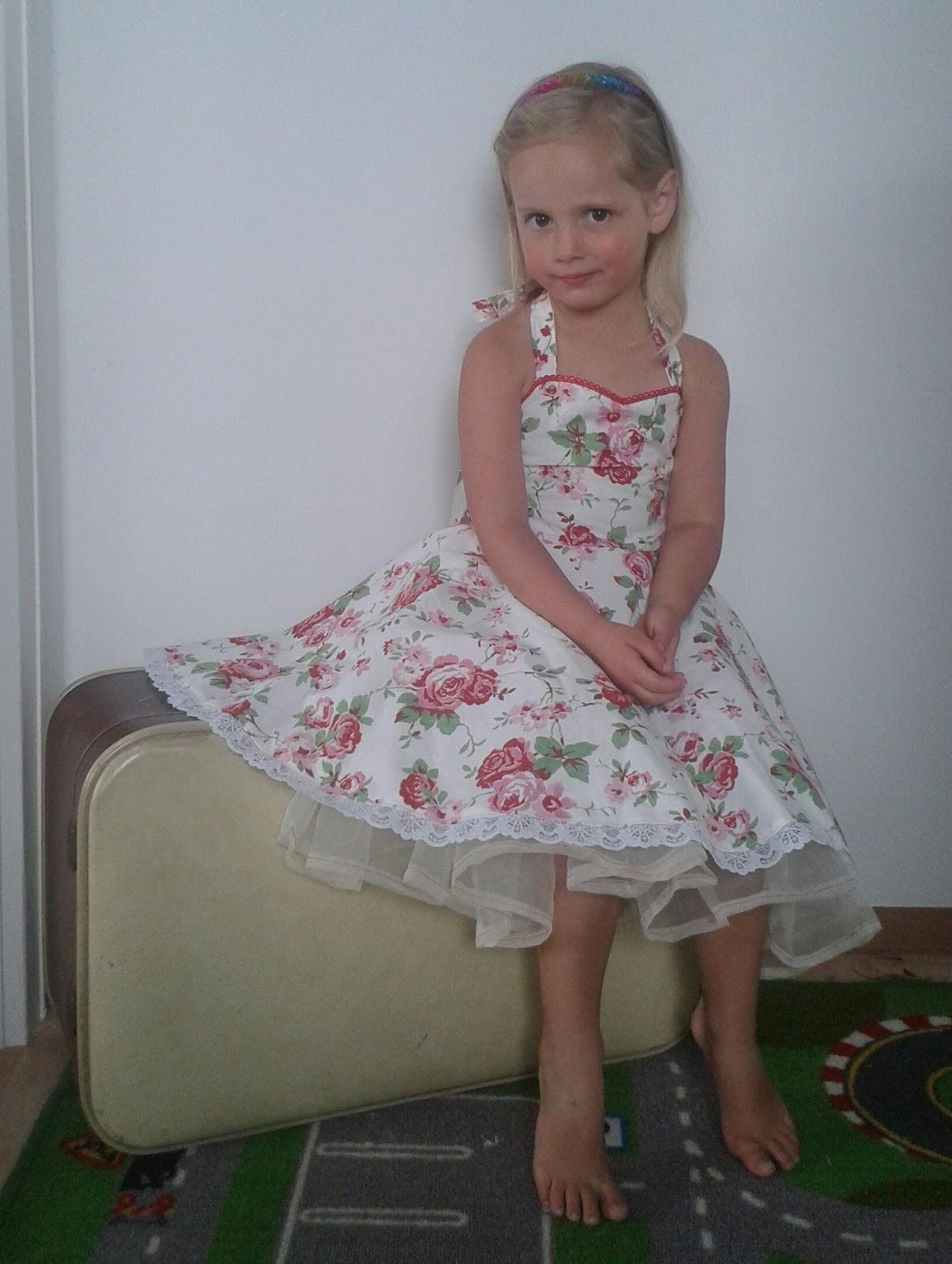 schNÄHwittchen: Freebook Petticoat Kleid