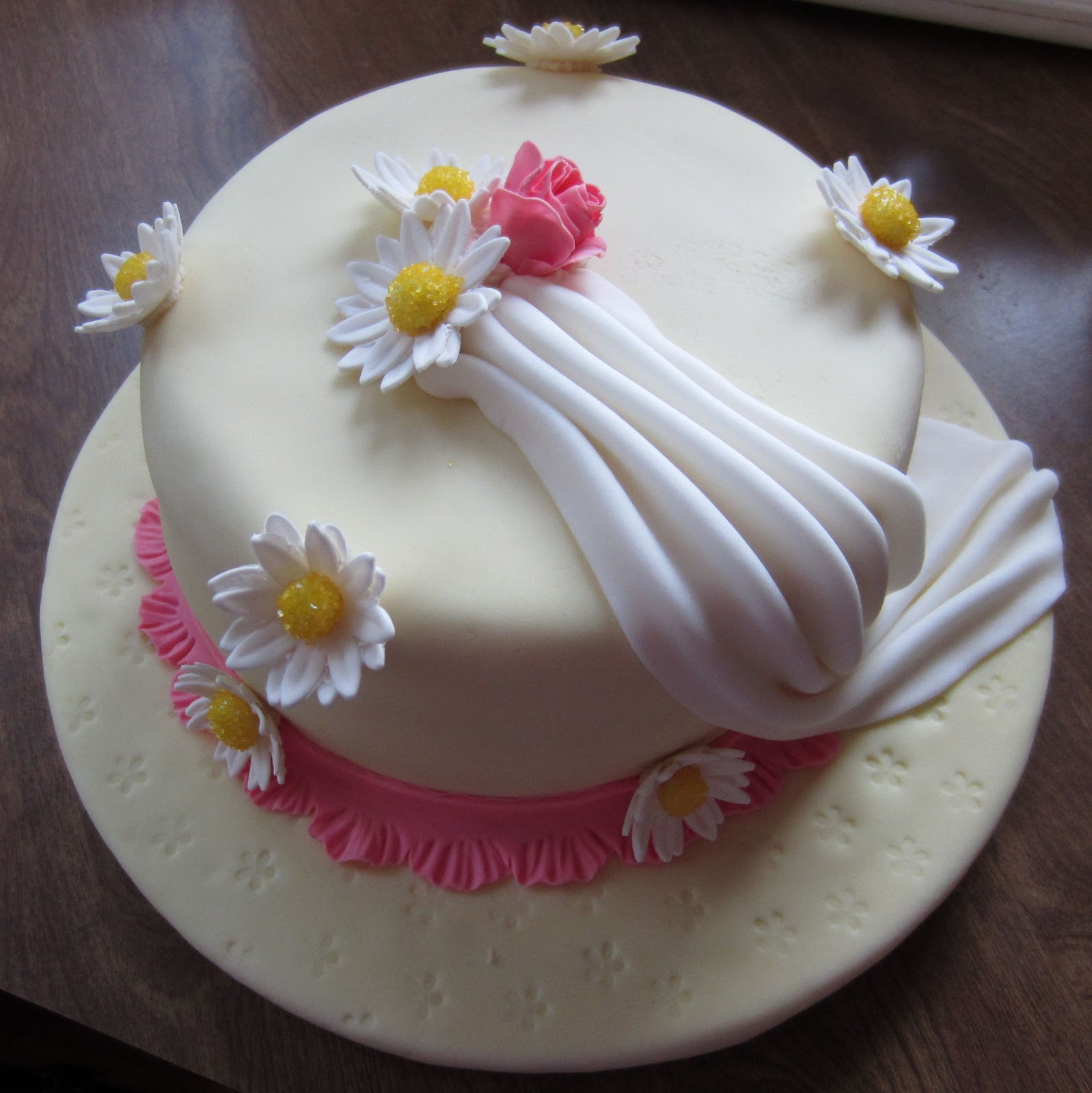 Rhapsody of Cacophony: Wilton Course - Final Cake Fondant ...