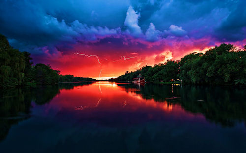 Cielo rojo - Red Sky (Junto al río volví a recordarte)