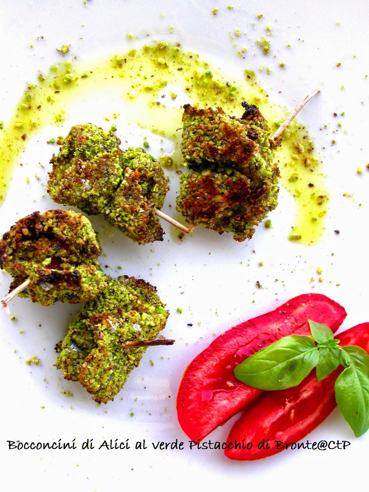 Bocconcini di alici al verde pistacchio datterini pecorino romano