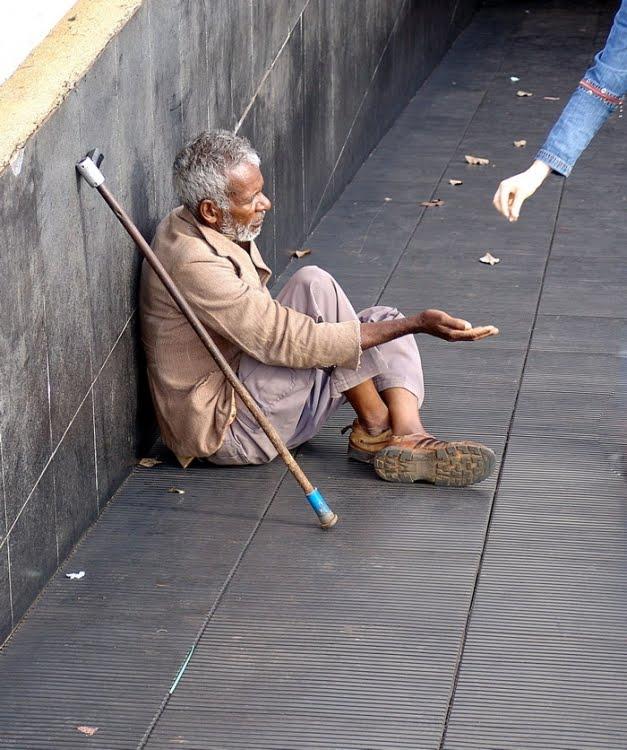 Resultado de imagem para mendigo a beira da calçada gravura