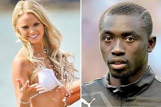 O jogador Papiss Cissé deixou sua namorada prometendo que só ia fazer uma viagem de férias para sua terra natal mas acabou casado com outra!
