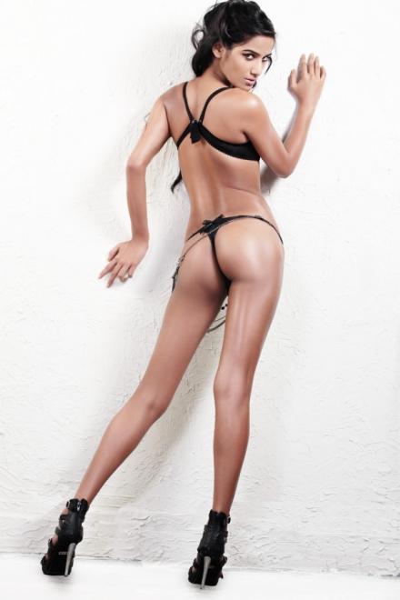 Poonam Pandey bikini photos