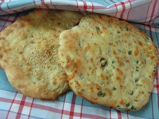 طريقة تحضير خبز التنور في الفرن بنكهات مختلفة وبالمراحل المصورة