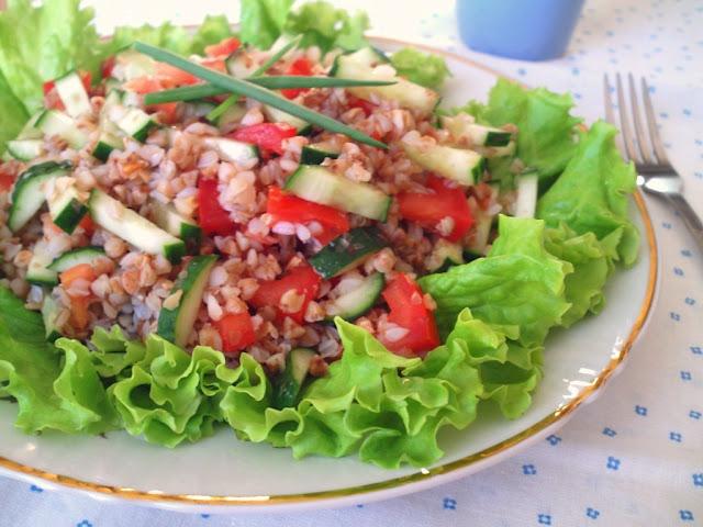 Салат с гречкой и огурцами
