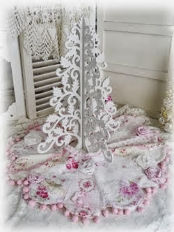 Shabby Roses Christmas Tree Skirt