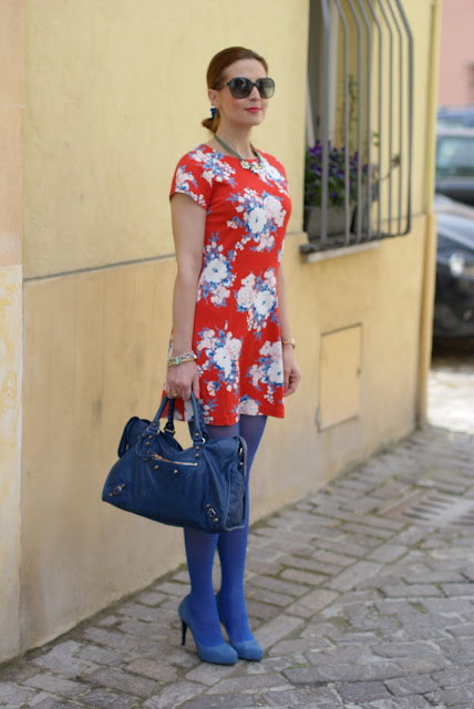Rencontres flower dress, Balenciaga City cobalt blue, Fashion and Cookies