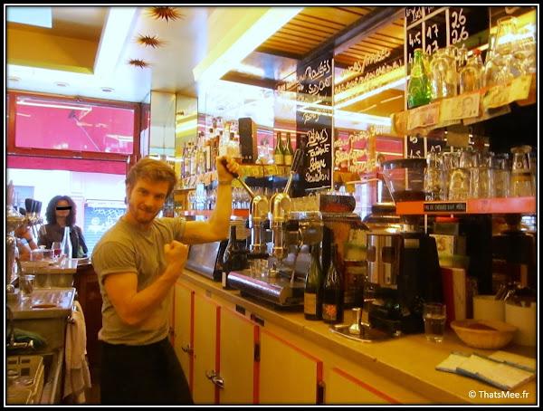 Resto Aux deux Amis 45 rue Oberkampf Paris 11 serveur blond bogosse