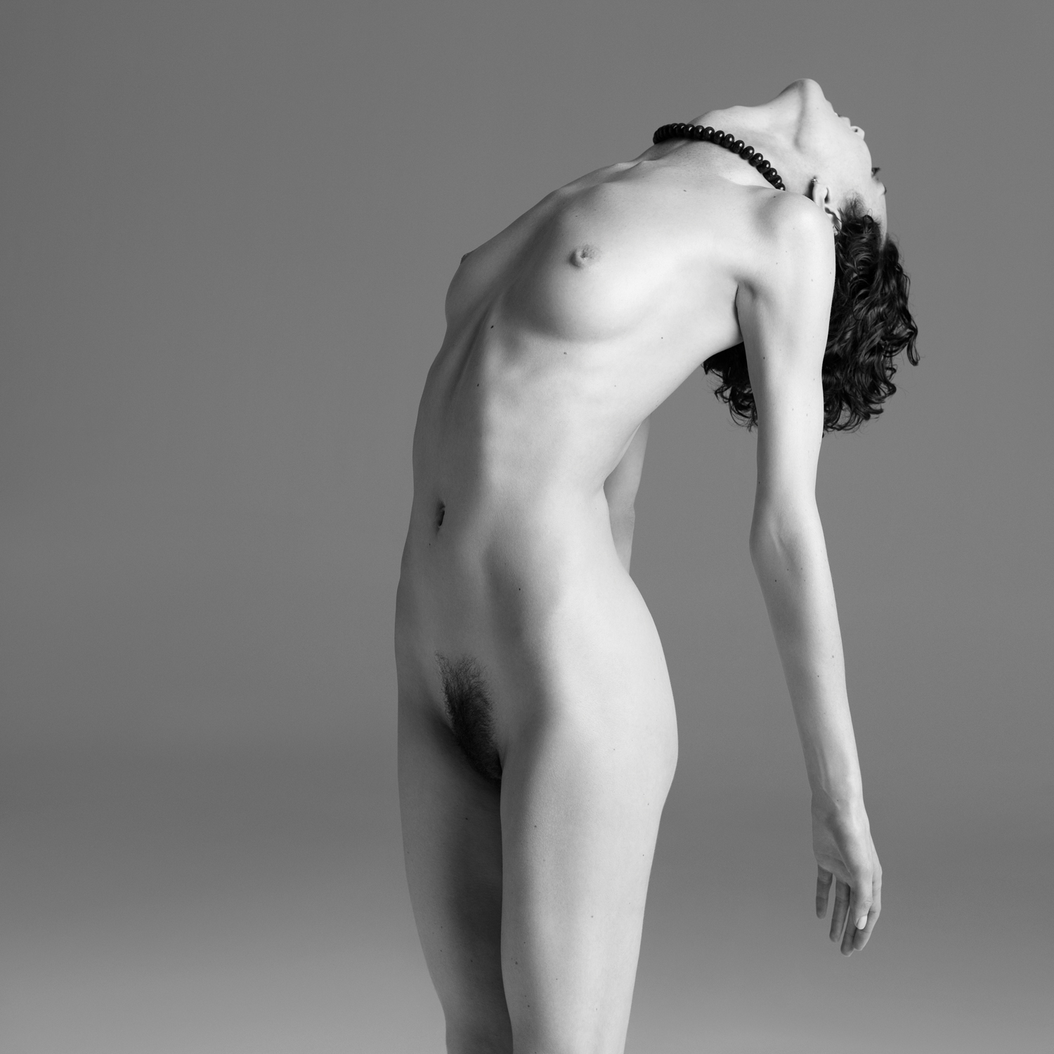 Shalom Harlow goes nude showing her sexy figure!